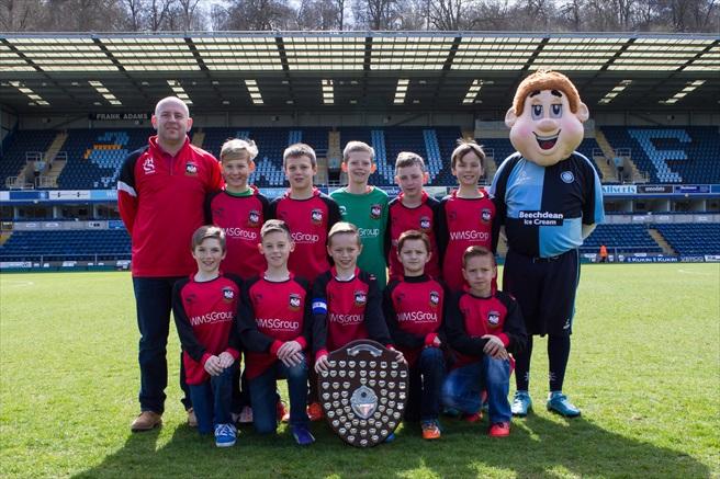 Aylesbury FC U10 with Fairplay Award and Bodger